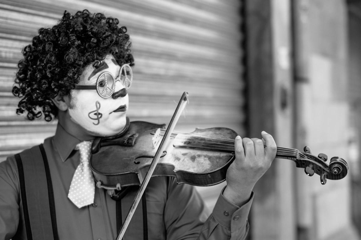 il pregiudizio può impedirti di riconoscere un grande violinista? in UPE cerchiamo di andare sempre oltre il pregiudizio per avere una Comunicazione Efficace