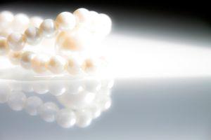 Perle illuminate come a simbolizzare la comprensione