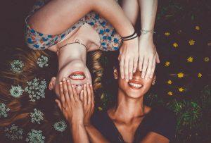 l'amicizia è uno dei tanti argomenti che trattiamo nei corsi di comunicazione CUI di UPE Università Popolare Evoluzione Umana