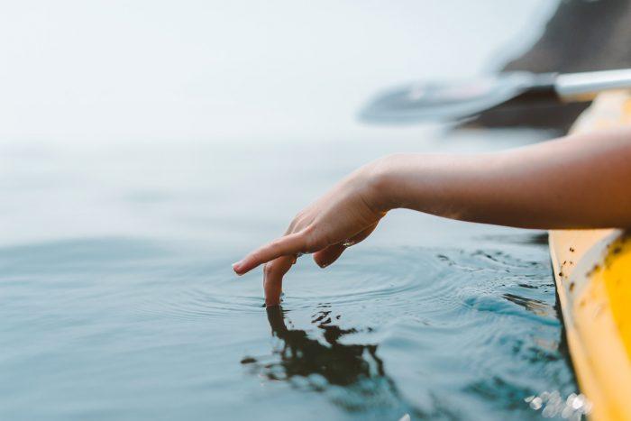 come la mano increspa l'acqua così la nostra energia comunica con l'altro atraverso il Tocco Tenso Emozionale che coniuga la CUI Comunicazione Umana Interattiva con il tocco
